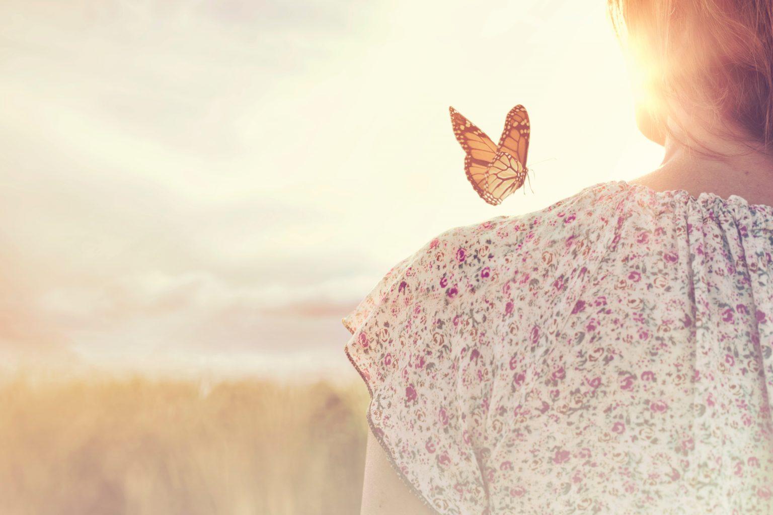 La farfalla sulla spalla Amome